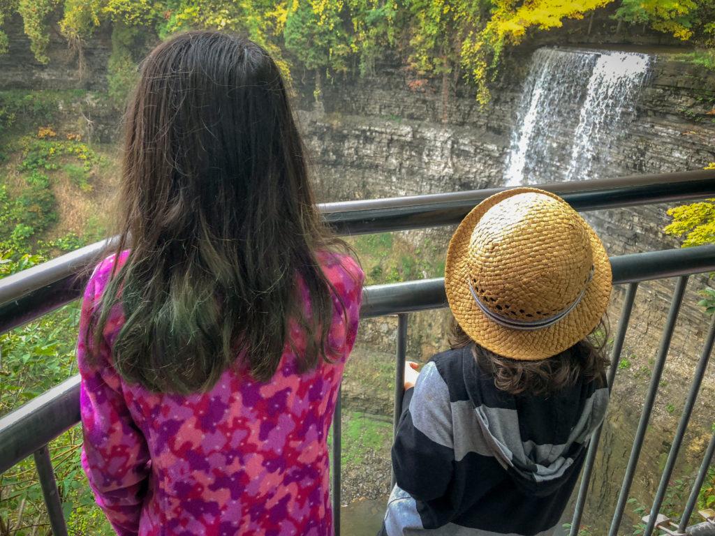 Epic Hikes With Kids - Dundas Peak and Tew's Falls Trail, Ontario #discoverON #exploremore #DUNDASPEAK #MANONT #DUNDASONTARIO #TEWSFALLS #getoutside #liveoutdoors #ontarioparks #welivetoexplore #familytravelblogger #hikingwithkids #kidswhohike #hikingmom