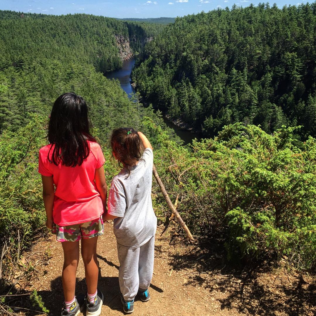 Epic Hikes With Kids - BARRON CANYON TRAIL #discoverON #exploremore #barroncanyontrail #algonquinpark #getoutside #liveoutdoors #ontarioparks #welivetoexplore #familytravelblogger #hikingwithkids #kidswhohike #hikingmom