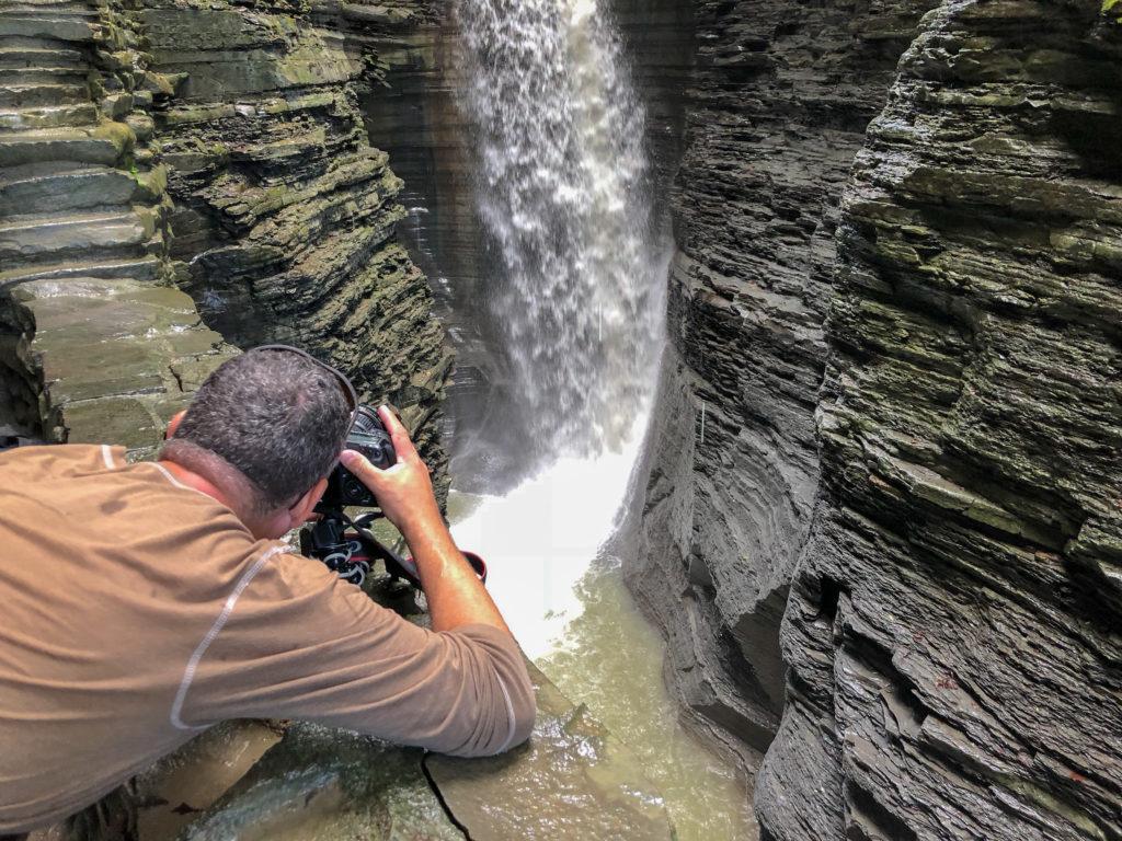 Watkins Glen State Park, New York, Gorge Trail #chasingwaterfalls #momswhohike #friendswhohike #hikingday #waitwhatseries #waterfallchasers #myFLXtbex #watkinsglenstatepark #watkinsglengorgetrail #watkinsglengorge #upstateNY #fingerlakes #watkinsglen #racinghistory #upstatenewyork #iloveny #hikingmom #hikingadventures #womenwhohike #girlswhohike #sheexplores #empirestateofmind #empirestate #sheadventures #liveyouradventure #wildnewyork #hikeNewYork #wanderingwagars
