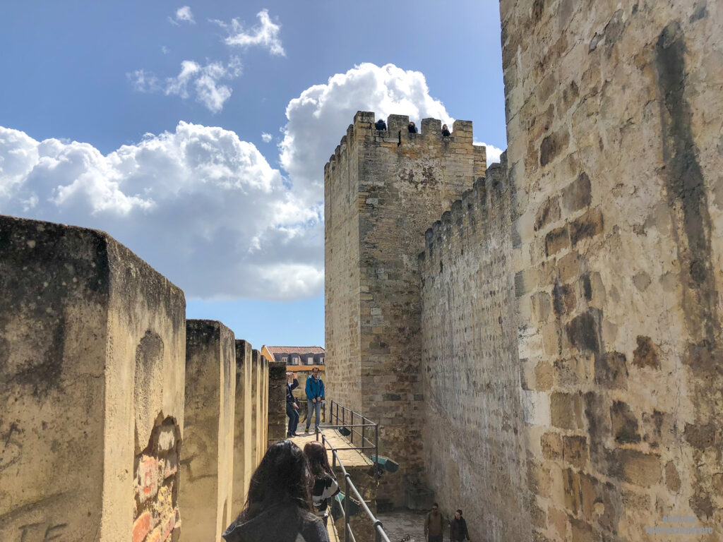 touring around the walls of Lisbon Castle, Castelo Sao Jorge