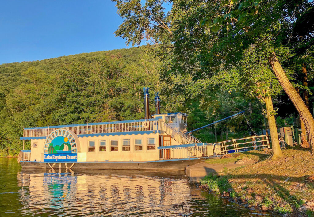 The Proud Mary showboat at Lake Raystown Resort. Dinnertime sunset cruises!