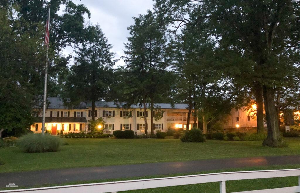 exterior of Edgewater Inn & Riverside Grille